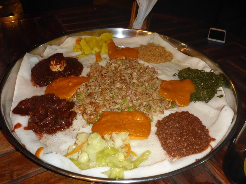 Le fameux resto éthiopien sur la galette (injera)