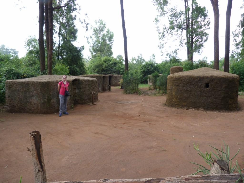 Et une reconstitution de villages traditionnels. Ici, le village Masaï avec maison faite en bouse de vâche. Olivier R., si tu nous lis, voici comment enrichir l'offre de srvice de Bio4gaz!